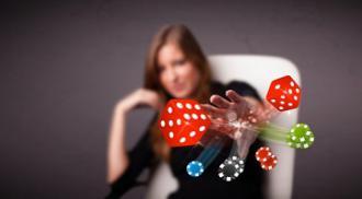 femme jeux casino jetons dés